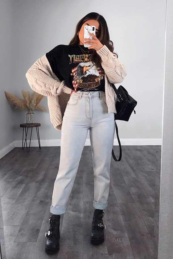 mochilinha, cardigan bege, t-shirt preta, mom jeans