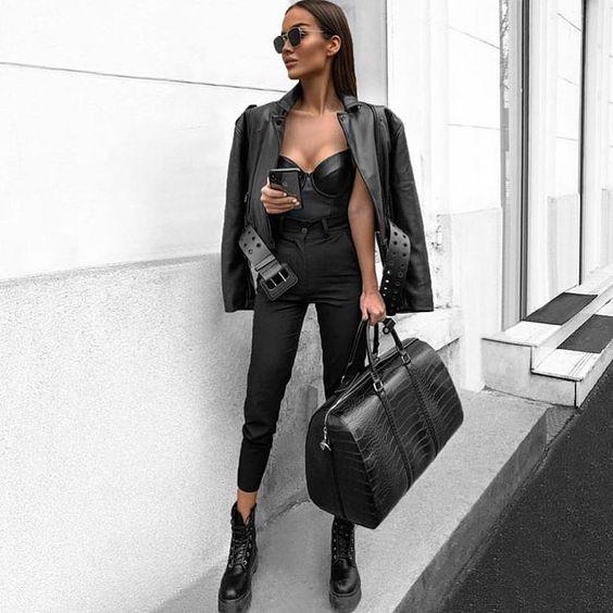 jaqueta de couro e coturno no look all black