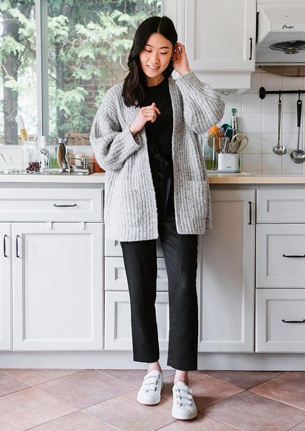 looks práticos, look preto e suéter cinza