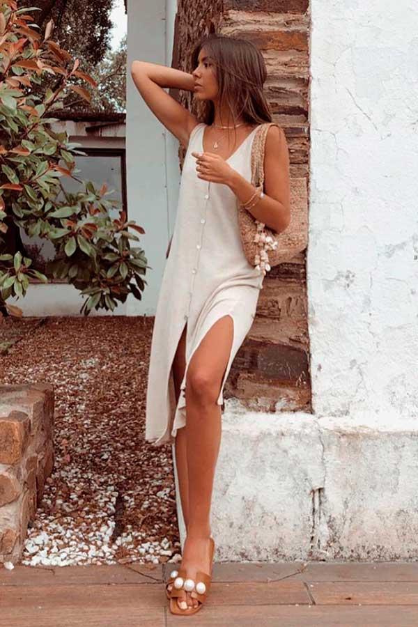 vestido midi branco e rasteirinha slide