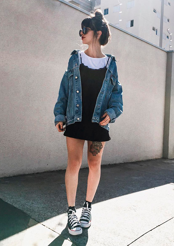 looks práticos, sobreposição com blusa branca e vestido preto, jaqueta oversized