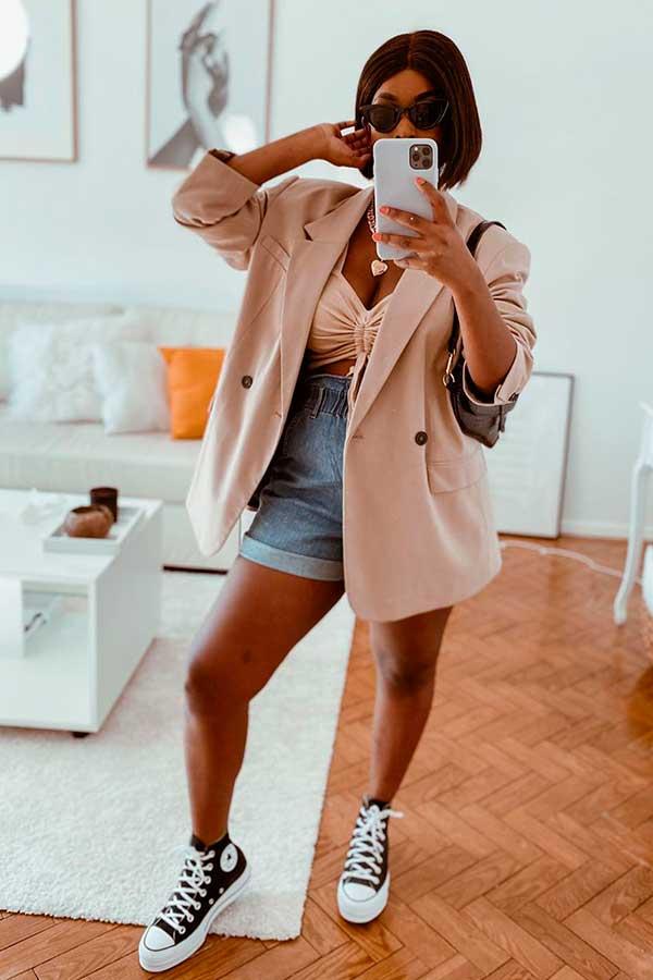 Sonia Belo, blazer oversized, cropped, short jeans e all star
