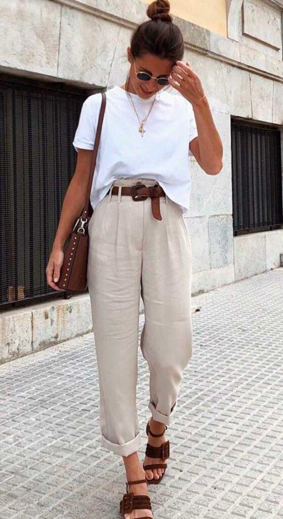 blusa branca, calça de alfaiataria e rasteirinha