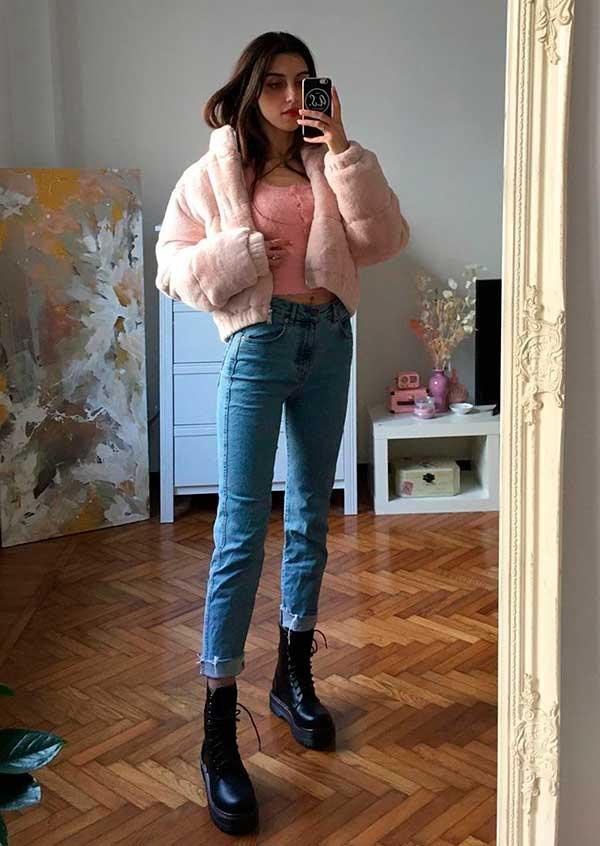 Combos, casaco de pelinho cropped, mom jeans e couturno
