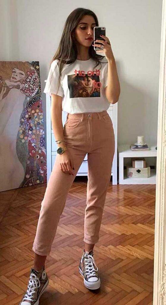cool com t-shirt, t-shirt, calça rosa e all star