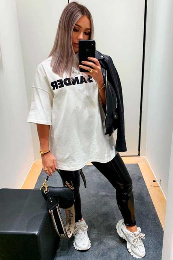 cool com t-shirt, slogan t-shirt, calça legging preta e tênis branco