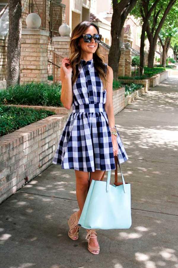 bolsa azul e rasteirinha