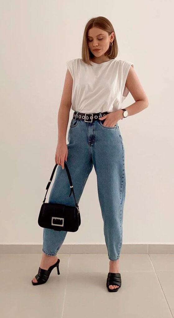 calça slouchy jeans e muscle tee branca