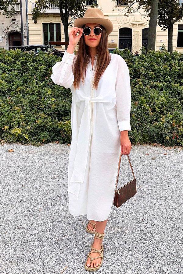 vestido chemise branco e gladiadora