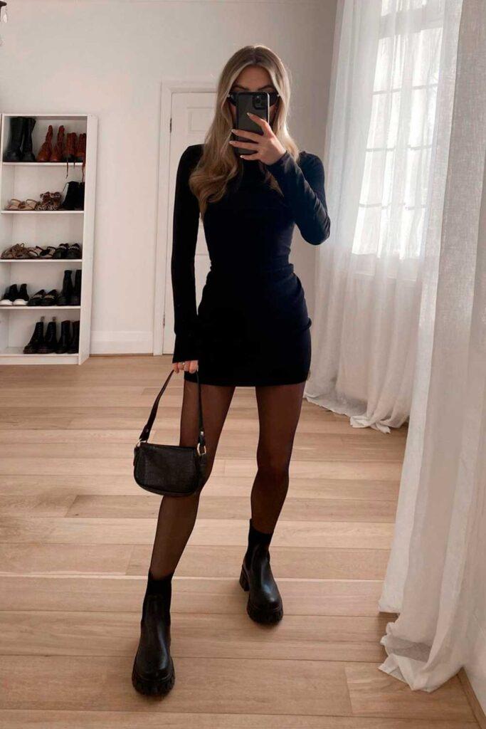 vestido tubinho preto, meia calça preta e bota de plataforma