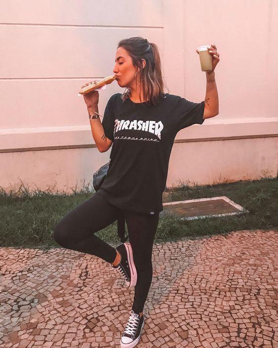 look all black, t-shirt de banca, calça legging e all star