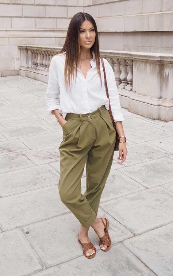 camisa branca, calça de alfaiataria e rasteirinha marrom