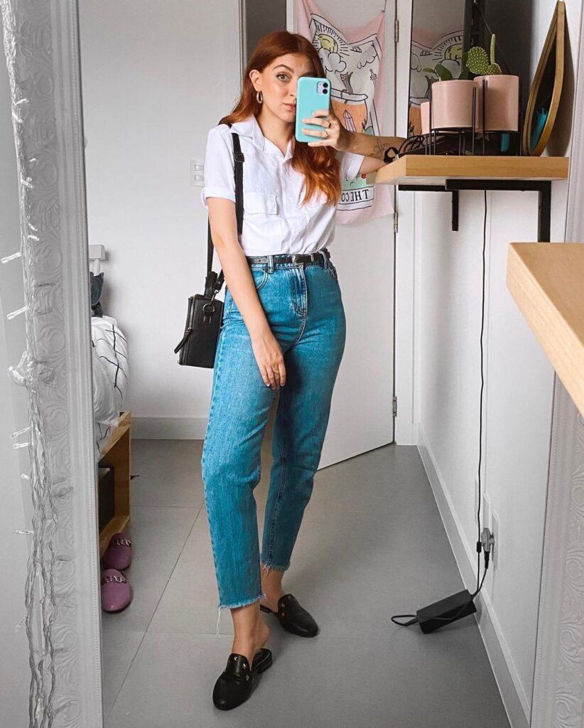 camisa branca, mom jeans e loafer