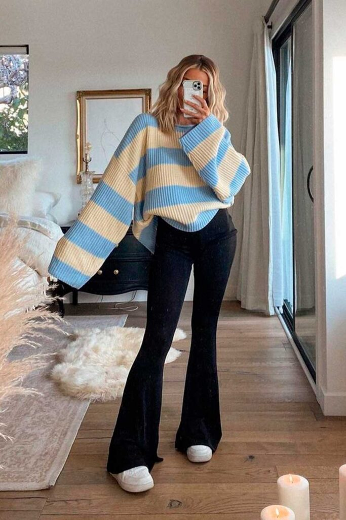 suéter listrado oversized, legging e tênis branco