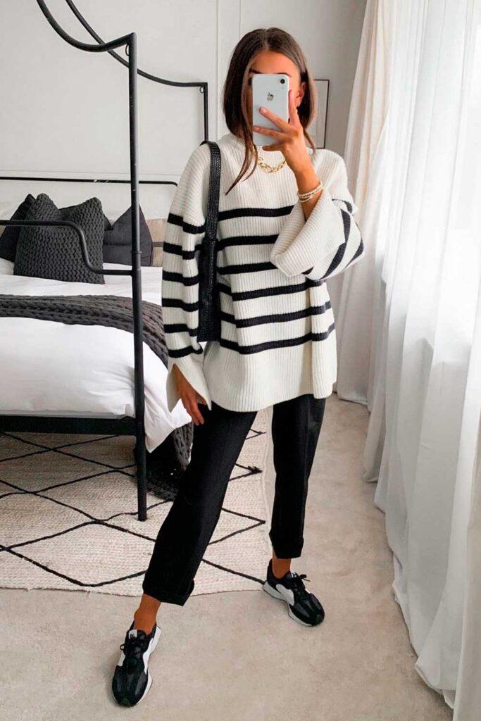 suéter listraco, calça preta e tênis esportivo preto