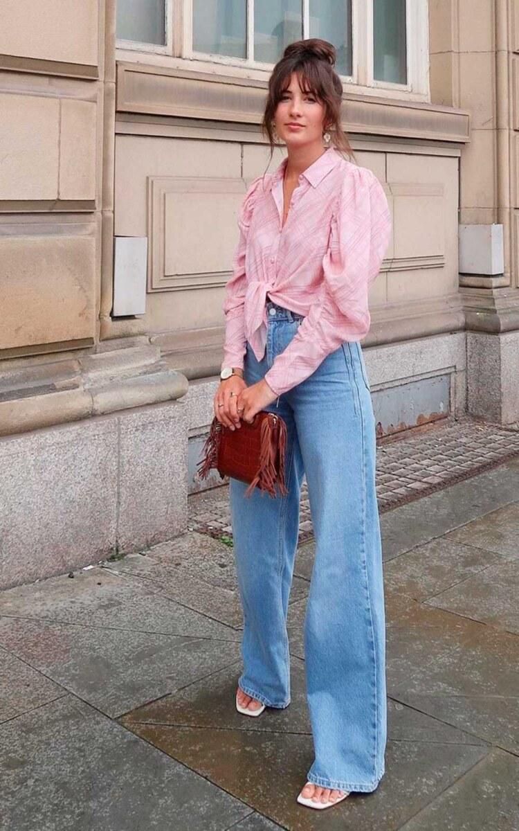 camisa rosa com nozinho e calça wide leg