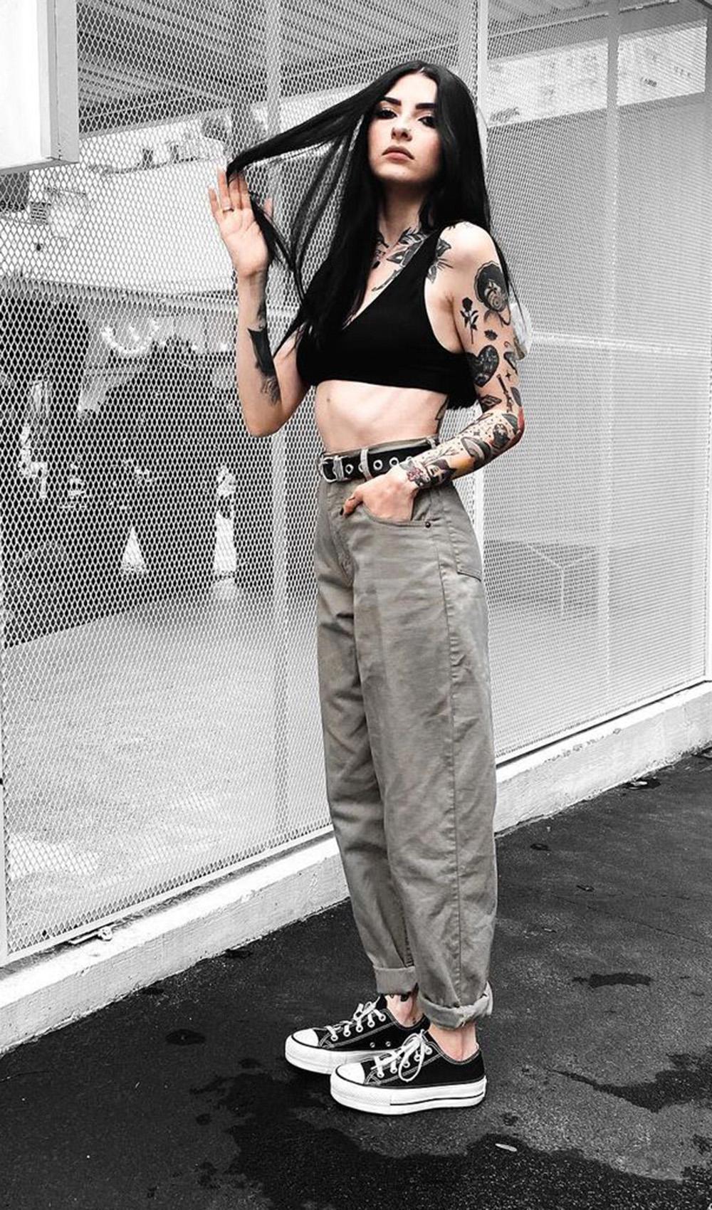 calça slouchy jeans e tênis all star preto