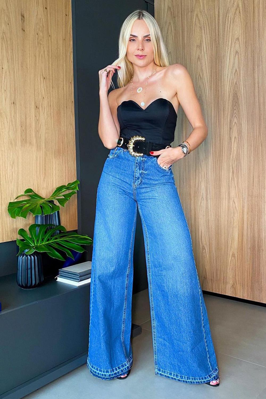 jeans com preto, top tomara que caia e calça pantalona