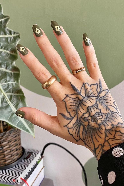 nail art, esmalete verde musgo, unhas com flores
