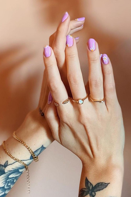 nail art, esmalte rosa com flores