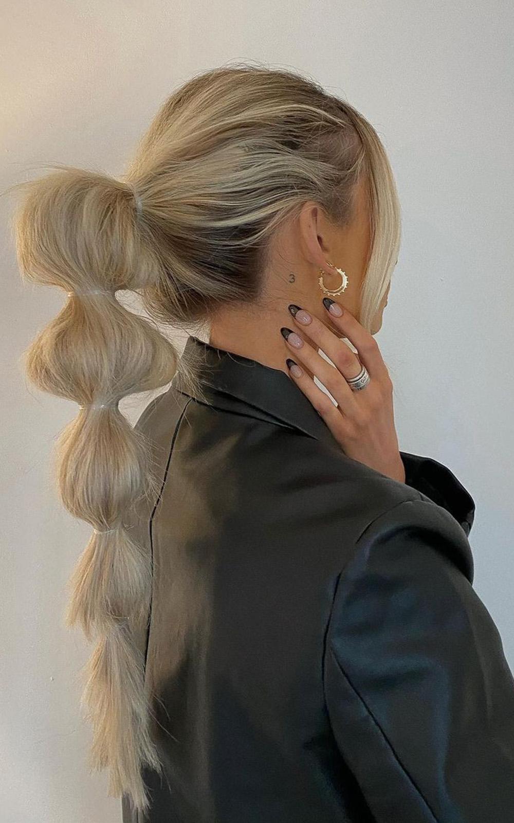 cabelo com rabo de cavalo volumoso com trança bolha