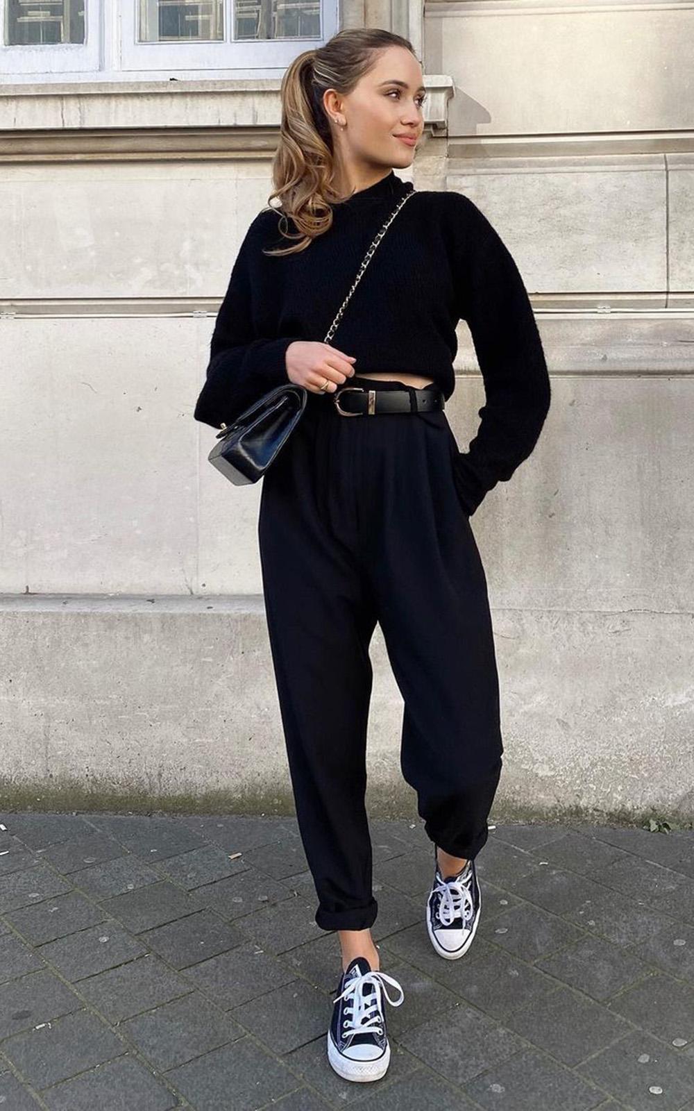look al black com calça sloucy e e blusa de manga