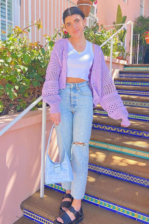 looks de outono com suéter lilás e calça wide leg