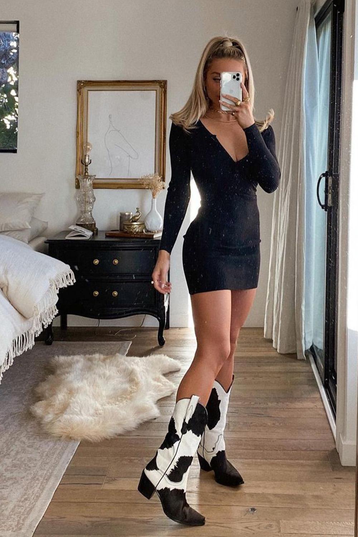 vestido tubinho preto, cowboy boots de vaquinha