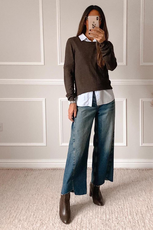 sobreposição com camisa branca suéter marrom, bota de bico fino