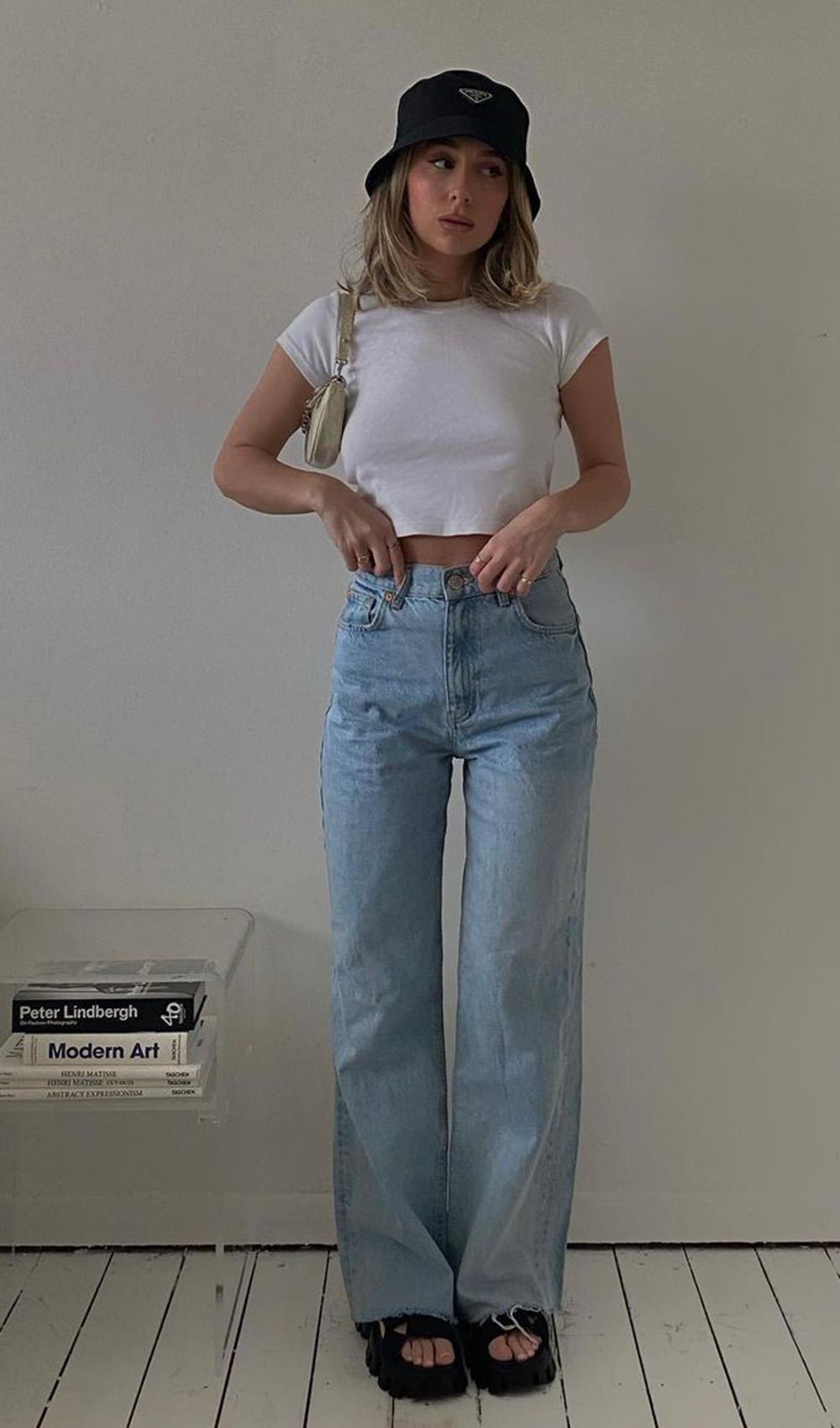 calça wide leg, cropped branco e papete de plataforma