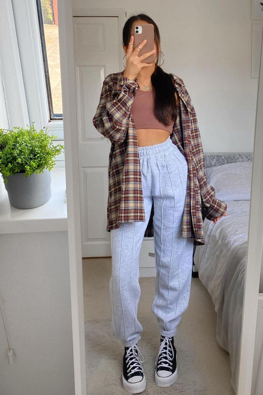 camisa oversized, cropped, calça de moletom