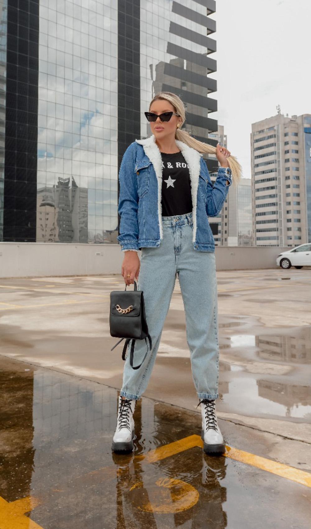 cores de inverno, t-shirt preta, look jeans com jeans
