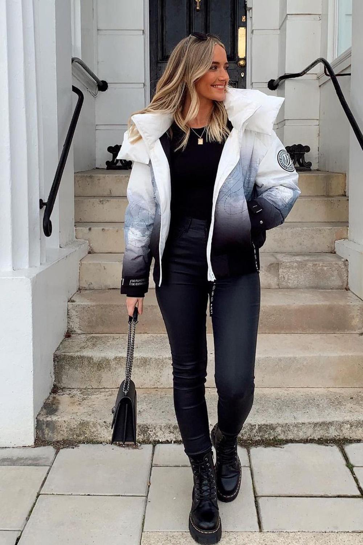 jaqueta, blusa preta, calça preta e coturno