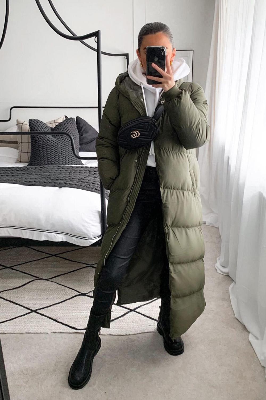 puffer jacket sobretudo, muletom e calça preta