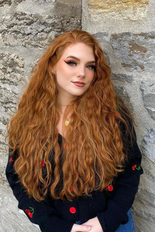 cabelo volumoso ondulado ruivo