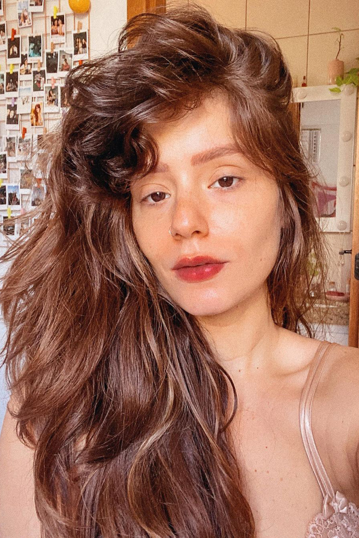 cabelo volumoso ondulado castanho