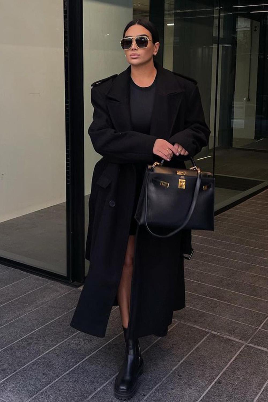 vestido e sobretudo preto, look all black