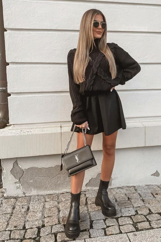 suéter minissaia e bolsa com alça de corrente