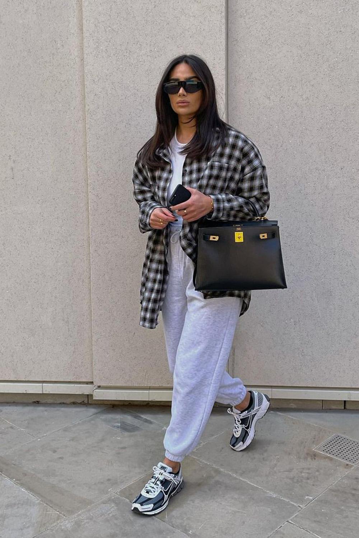 cool no inverno, camisa xadrez, calça de moletom