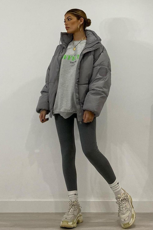 cool no inverno, puffer jacket, legging e moletom