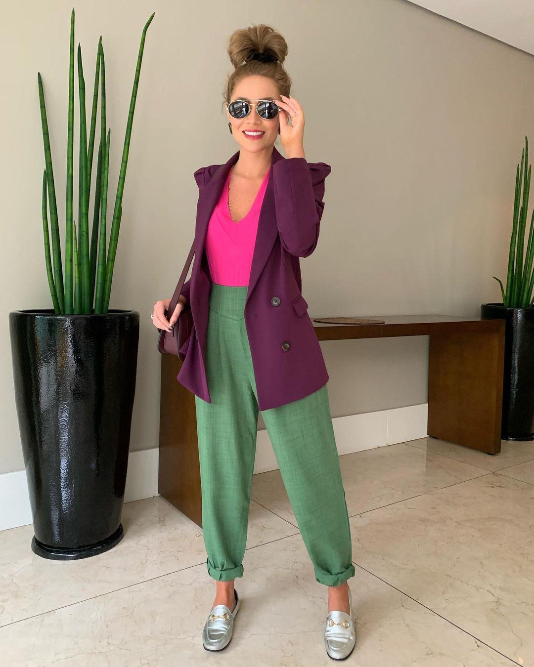 looks de trabalho, regata rosa e calça verde militar