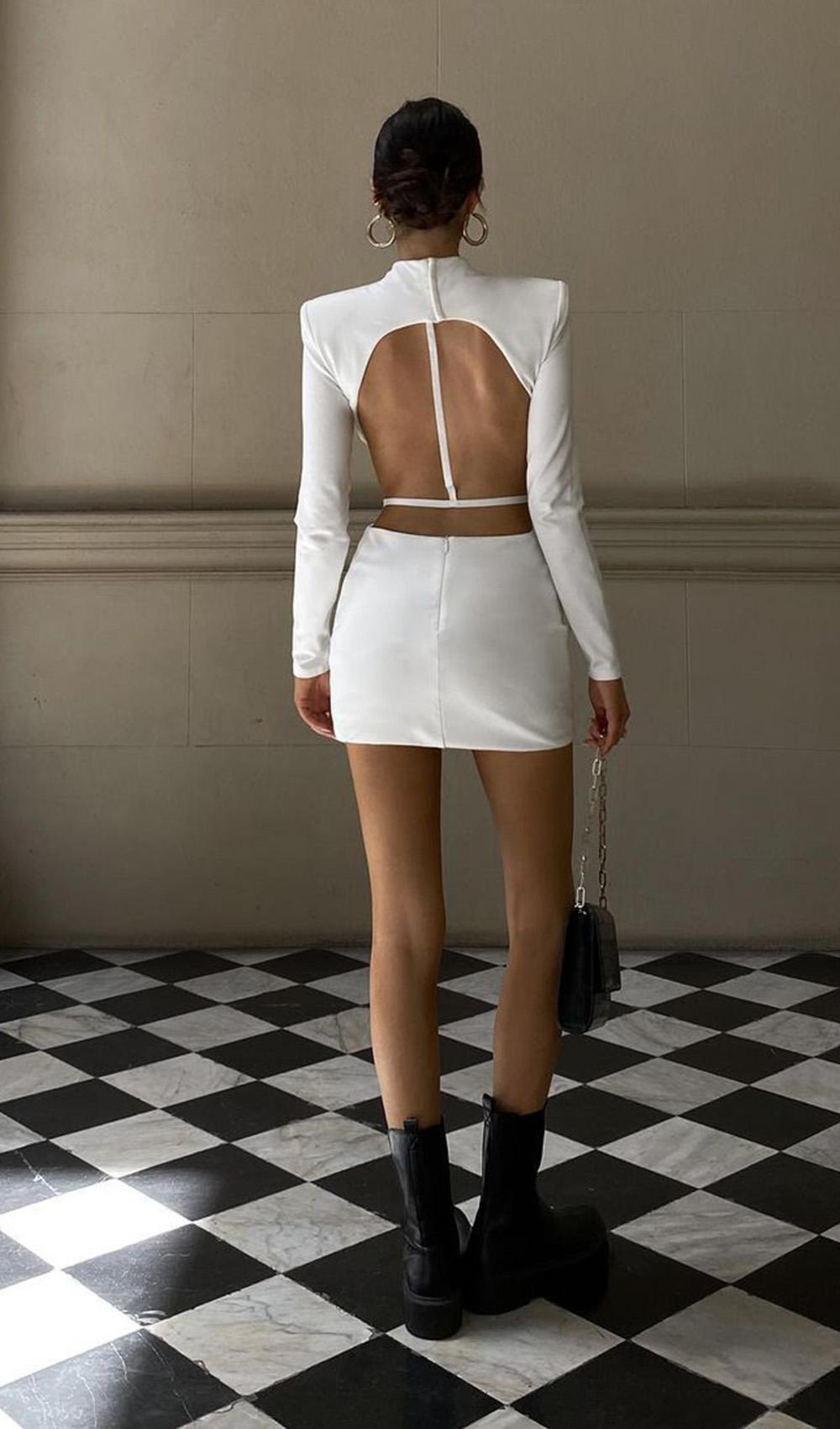 vestido tubinho branco com rescorte