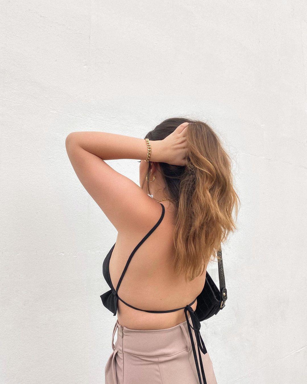 top cropped preto com costas à mostra