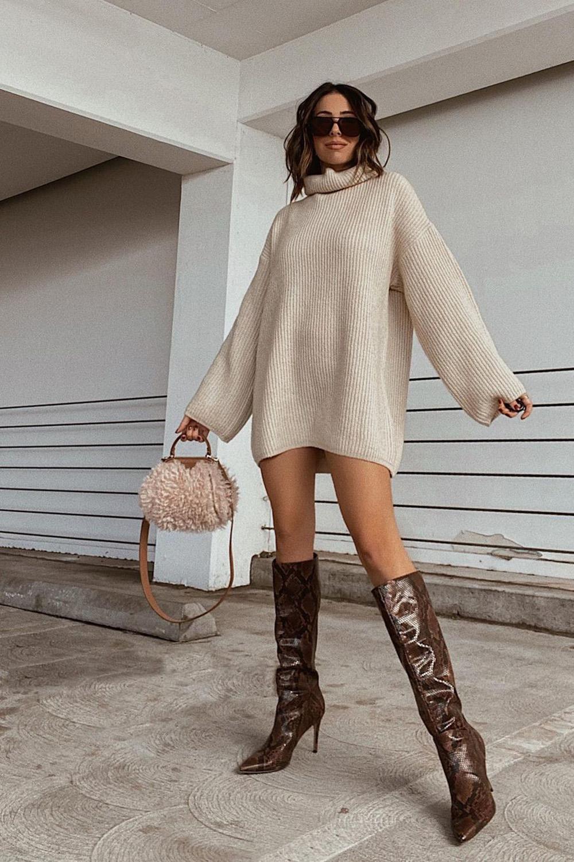 suéter oversized tricô e bota de cano alto