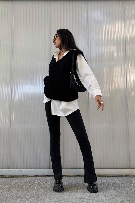 camisa social, sobreposicao com suéter preto, calça preta e coturno