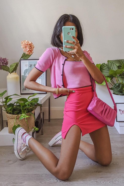 tiwn set rosa cropped, minissaia com fenda e bolsa rosa
