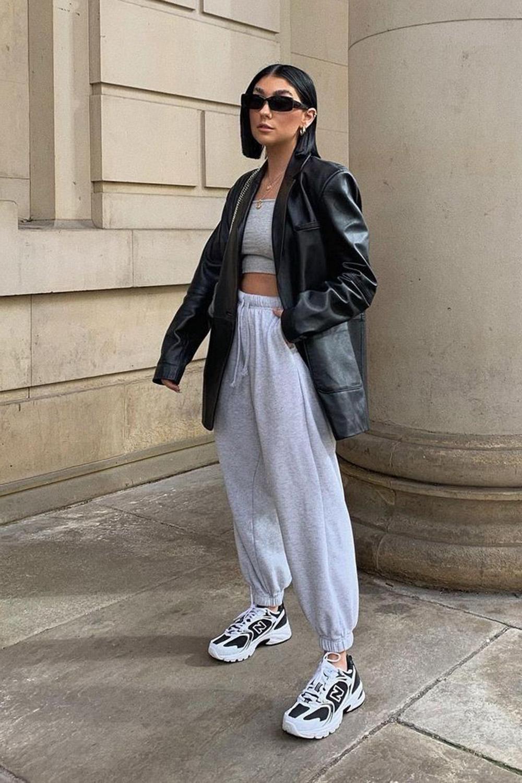 jaqueta de couro, conjuntinho de moletom e tênis