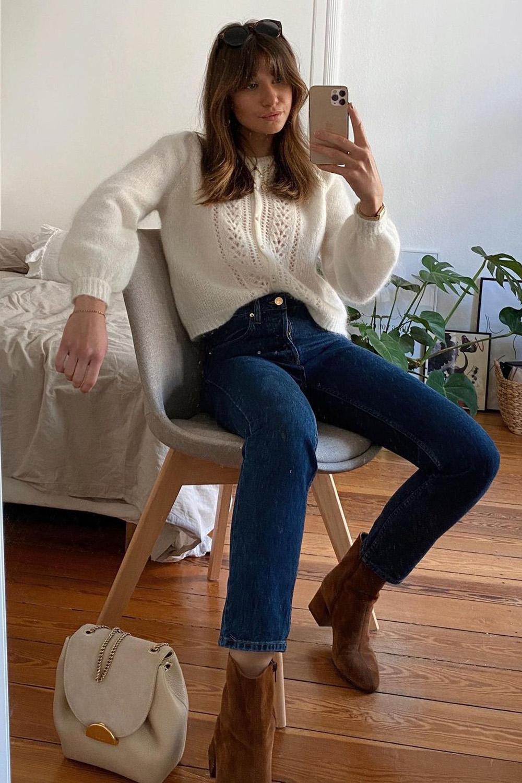 suéter bege, calça mom e ankle boot