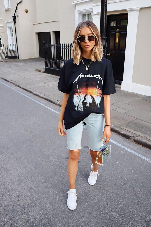 t-shirt oversized, bermudinha e tênis brnaoc