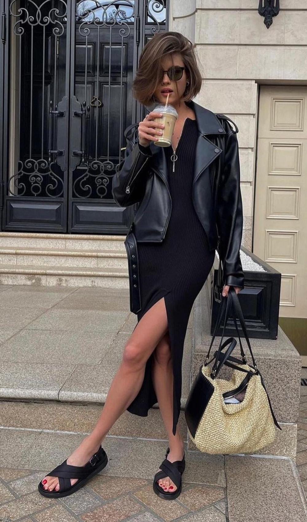 vestido midi preto, jaqueta de couro e papete